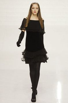 See the complete Valentino Fall 2006 Ready-to-Wear collection.