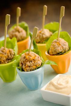 Paula Deen Sausage Balls - modified with 2 cups Bisquick, Cheese, 1 lb. Traditional recipe is but I find thats too much Bisquick Wedding Appetizers, Finger Food Appetizers, Yummy Appetizers, Appetizer Recipes, Wedding Meals, Paula Deen, Tapas, Great Recipes, Favorite Recipes
