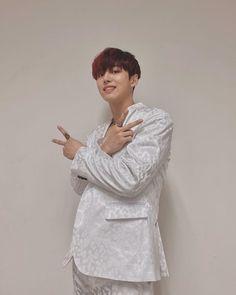 Pentagon Hongseok, E Dawn, Korean Group, Cube Entertainment, Kpop Boy, Knight, Instagram, Babys, Boy Groups