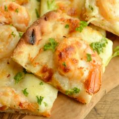 If you love garlic and buttery shrimp, this Shrimp Scampi Flatbread is for you! Quick, simple, and cheesy; an appetizer or a meal!