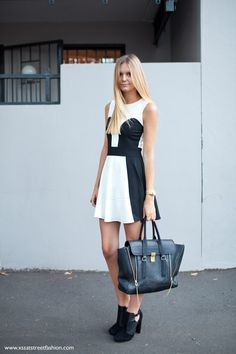 Jess of Tuula Vintage looking summer perfect in black and white.