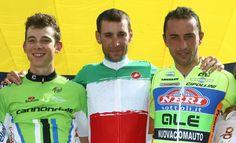 L'émotion de Vincenzo Nibali dans son nouveau maillot vert-blanc-rouge : pic.twitter.com/ikysVEeYAm