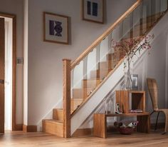 To make life a little easier we have compiled this kit to let you refurbish your stairs with this stunning contemporary Glass & Oak balustrade system. 8 x Reflections Staircase Glass Panels wide (up to handrail). Glass Handrail, Glass Stairs, Glass Balustrade, Modern Stair Railing, Modern Stairs, Staircase Wall Decor, Staircase Ideas, Stair Kits, Oak Stairs