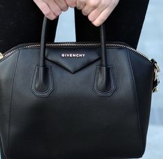 Givenchy black bag - I die for this bag. Fashion Blogger Style, Look Fashion, Fashion Bags, Fashion Trends, My Bags, Purses And Bags, Givenchy Antigona, Givenchy Bags, Vogue