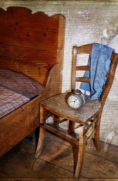 """Ci sono libri che aiutano a guardarci dentro. Non sono mai nulla di impegnativo, quasi sempre piccole storie. Come questa, che parla di fiducia e di speranza, insomma... come fare 4 chiacchiere con Dio :) """"Un uomo anziano si era ammalato gravemente. Il suo parroco andò a visitarlo a casa. Appena entrato nella stanza del malato, [segue]"""" #pierogribaudi, #racconto, #morale, #storia, #sediavuota, #morte, #dio, #preghiera, #italiano,"""