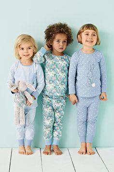 Kaufen Sie Blaue Pyjamas mit Hasenapplikation, 3er-Pack (9 Monate bis 8 Jahre) heute online bei Next: Deutschland
