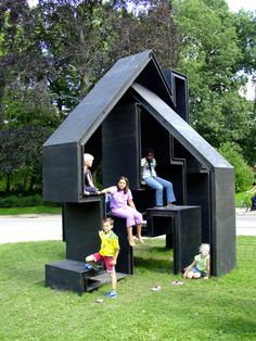 Huting & De Hoop Made out of sealed timber, this would make a beautiful play structure: Modern Playground, Playground Design, Outdoor Playground, Cubby Houses, Play Houses, Play Spaces, Kid Spaces, Play Areas, Park Landscape