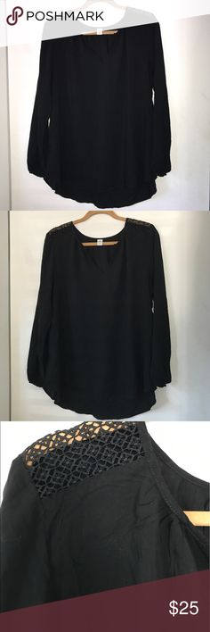 Old Navy blouse NWT Old Navy blouse with crotchet shoulder detail Old Navy Tops Blouses
