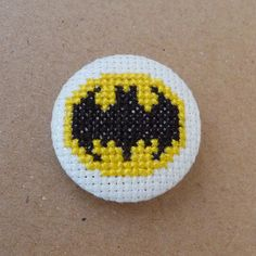 Batman cross stitch 31mm pinback button - Embroidered geek brooch - www.petipoaneedlecraft.com