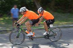 @marcosvlzqz #blindathlete y Arturo Aceves rodando en la bici tándem durante el Triatlón Black out Chetumal 100K 2da meta del plan 2015 #CruzandoMetas
