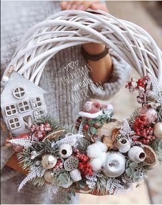 58 Enchanting Christmas Wreaths To Welcome Your Guests Christmas Flower Decorations, Christmas Door Wreaths, Christmas Mood, Holiday Decor, Handmade Christmas, Christmas Crafts, Diy Wreath, Christmas Inspiration, Advent