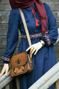 Kleid im authentischen Stil - Eminos Boutique Hijab Dress Party, Hijab Style Dress, Hijab Chic, Muslim Women Fashion, Islamic Fashion, Abaya Fashion, Fashion Dresses, Abaya Mode, Hijab Stile