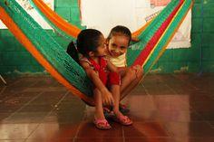 In El Salvador krijgen veel kinderen onvoldoende voedsel om gezond op te groeien. Plan zorgt ervoor dat families worden geholpen om hun kinderen een zo goed mogelijke start te geven. Zo krijgen de kinderen gezonde voeding en gezondheidszorg.