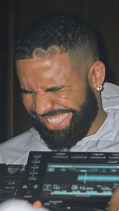 Nicki And Drake, Cute Womens Shoes, Drake Graham, Steve Lacy, Pretty Flacko, Aubrey Drake, Brow Artist, Chris Brown, Celebs