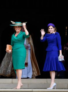 Sarah, Duchess of York and Princess Beatrice arrive ahead of the. Sarah, Duchess of York and Princess Beatrice arrive ahead of the wedding of Princess Eugenie of York and Mr. Jack Brooksbank at St. George's Chapel on October 2018 in Windsor, England. Princesa Beatrice, Princesa Eugenie, Princesa Kate, Sarah Ferguson, Estilo Real, Prince Andrew, Mother Of The Bride Looks, Sarah Duchess Of York, Eugenie Wedding