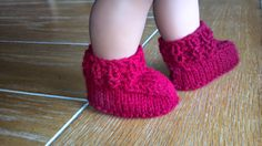 Bootees Knitted Kriskrafter: Crocodilly Mocs for Newborns - Free Pattern!