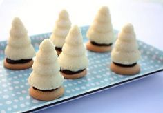 Kokosové stromčeky - úliky - recept postup 12 Cookie Table, Czech Recipes, Christmas Sweets, Mini Cupcakes, Muesli, Pavlova, Christmas Cookies, Kids Meals, Sweet Recipes