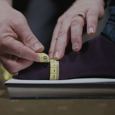 How to Measure Your Feet How To Measure Yourself, Long Toes, Rings For Men, Rest, Drop, Journal, Shoes, Men Rings, Zapatos