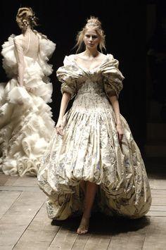 Alexander McQueen Fall 2006, Paris #alexandermcqueen2008