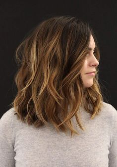 Regardless of the color of your hair, a brown ombre hair is the perfect accent to add cuteness and elegance to your hairstyle. Brown ombre also adds brightness, volume, and beauty to hair color. Medium Length Bobs, Medium Hair Cuts, Medium Hair Styles, Short Hair Styles, Medium Layered, Ombre Hair, Balayage Hair, Bronde Lob, Bob Hairstyles
