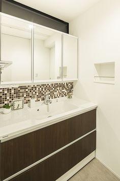 群青色の平屋・間取り(福岡県福岡市) | 注文住宅なら建築設計事務所 フリーダムアーキテクツデザイン Room Tour, Double Vanity, Bathroom Lighting, Mirror, House, Furniture, Home Decor, Houses, Bathroom Light Fittings