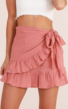 Only On Weekends Skirt In Dusty Pink Produced By SHOWPO Our Only on weekends skirt can be worn any day of the week. The soft edges and gorgeous bow at the hip makes this skirt pair well with a simple crop. Add your fav heels or flats to finish the look! Cute Skirt Outfits, Cute Skirts, Cute Summer Outfits, Stylish Outfits, Mini Skirts, Summer Formal Dresses, Plus Size Summer Dresses, Rush Outfits, Girl Outfits
