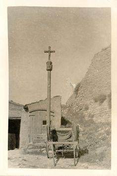 Creu de terme. Foto: Arxiu Joan Amades. Celebració festes de la Santa Creu a principis de maig #setdimatge 30/04/14 #mesdimatge