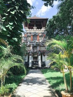 Spend a week in Bali in Nusa Dua, Seminyak and Ubud. See the temples, a Legong show and eat local food at a warung. Paris Photography, Fine Art Photography, Travel Photography, Temple Bali, Backpack Through Europe, Paris Wall Art, Backpacking Europe, Photo Location, Beautiful Architecture