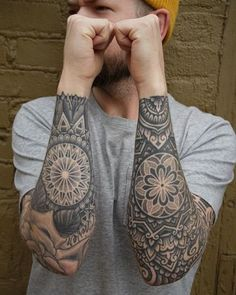 The mandala tattoo in all its seams for women and men - tattoo mandala bra . - Le tatouage mandala sous toutes ses coutures pour femmes et hommes – tatouage mandala bra… The mandala tattoo in all its seams for women and men – mandala tattoo arm man – Mandala Tattoo Mann, Mandala Tattoo Sleeve, Mandala Tattoo Design, Sleeve Tattoo Designs, Best Sleeve Tattoos, Leg Tattoos, Body Art Tattoos, Tattoos For Guys, Maori Tattoos