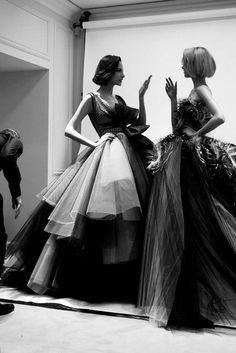 Backstage at Christian Dior Haute Couture Spring-Summer 2012 runway show... puro elegancia