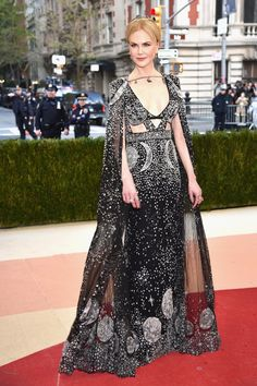 Pin for Later: These Stars Opted For British Designers For Their Met Gala Moment Nicole Kidman Nicole wore an Alexander McQueen gown with matching cape.
