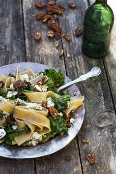 Rustic pasta with kale, blue cheese, pecans..you name it. http://www.jotainmaukasta.fi/2014/08/05/lehtikaalipasta/