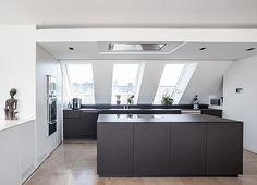Edle Küche im Dachgeschoss in München