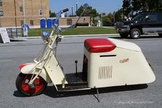 Cushman 1953 60 Series-Looks like the seat could flip open and you could reach in and grab an ice cream bar. Motor Scooters, Vespa Scooters, Motor Car, Flat Track Motorcycle, Scooter Motorcycle, Gas Scooter, Vintage Bikes, Vintage Motorcycles, Scooter Images