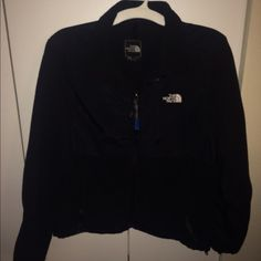 Black Women's Denali Northface Jacket This used jacket is in great condition and looking for a new home! It is a women's large. The zipper tag is missing from the chest pocket but otherwise the jacket has no faults to report! Make me an offer! The North Face Jackets & Coats