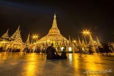 Maestro e discepolo alla Pagoda di Shwedagon nel cuore della città di Yangon, Birmania. - Photo by Emanuele Del Bufalo (18)