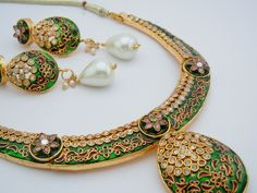 Regal Green Necklace and Earrings Set with Pearl drop. £45.00