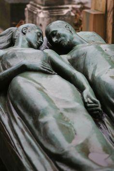 Una vida juntos?  Mejor un descanso eterno solos tu y yo.. lejos de este mundo...