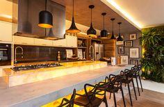 Cozinhas com bancadas de ônix iluminado - veja dicas de como usar e modelos lindos!