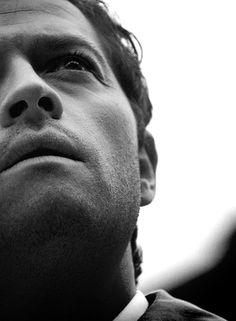 Misha Collins as Castiel Sherlock Holmes Benedict, Watson Sherlock, Jim Moriarty, Sherlock John, Benedict Cumberbatch, Supernatural Pictures, Supernatural Fandom, Castiel Angel, Dean And Cas