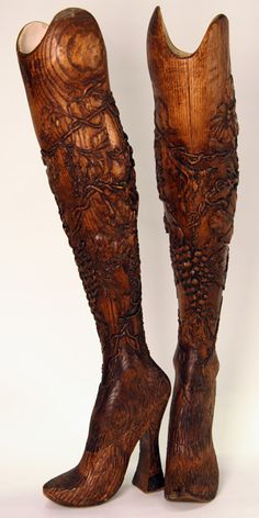 Aimee Mullins hand carved wooden prosthetics ... wierd but interesting ... wish detail was clearer
