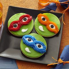 Invite the radical reptile brothers to your Teenage Mutant Ninja Turtles party by making these bodacious cookies! Use Wilton Decorator Icing Pouches with Tips to easily decorate them to look like your favorite baddie-battlin?, pizza-lovin? turtle.