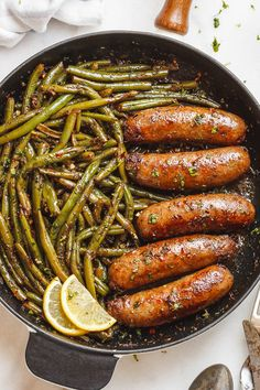 Garlic Butter Sausages with Lemon Green Beans This easy one-pan recipe is SO de. Garlic Butter Sausages with Lemon Green Beans This easy one-pan recipe is SO delish and IMPOSSIBLE Sausage And Green Beans, Lemon Green Beans, Pan Green Beans, Pork Recipes, Low Carb Recipes, Cooking Recipes, Healthy Recipes, Vegetarian Recipes Green Beans, Sweet Sausage Recipes
