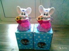 Статуэтки  Мышки, новые, коробки потрёпаны.50 рублей, 1 шт. Или обменяю на 1 киндер-яйцо.