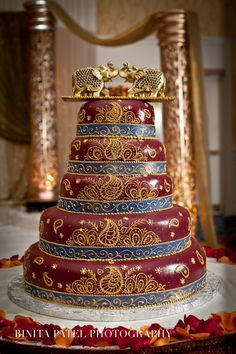 Exquisite wedding cake, Red and gold cake