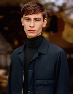 See Pictures of UNIQLO and Lemaire Fall/Winter 2015 Menswear Collection Uniqlo, Winter Trends, Fall Winter 2015, Autumn, Turtleneck And Blazer, Suit Fashion, Mens Fashion, Fasion, Miles To Go
