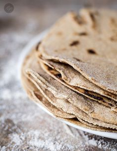 Pełnoziarnista najlepsza tortilla » Kinga Paruzel Tortilla Recipe, Homemade Tortillas, Vegan Pancakes, Food Art, Tacos, Food And Drink, Low Carb, Lunch, Bread