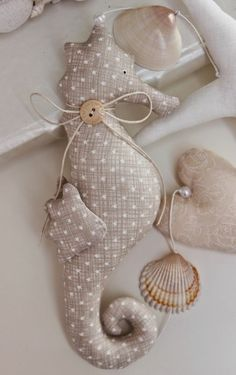 Craft 1001 ideas and inspirations for maritime decorations - Basteln Diy Crafts To Do, Beach Crafts, Seashell Crafts, Diy Sewing Projects, Sewing Crafts, Deco Marine, Christmas Teddy Bear, Techniques Couture, Diy Décoration