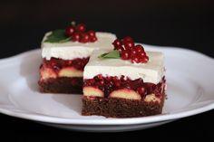 Smotanovo čokoládový zákusok s ríbezľami, recept Sweet Desserts, Sweet Recipes, Cake Recipes, Dessert Recipes, Czech Recipes, Cheesecake, Food And Drink, Yummy Food, Treats