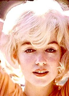 Marilyn in her orange Pucci blouse. Photo by Willy Rizzo, 1962 Marilyn Monroe Pregnant, Marilyn Monroe Photos, Marylin Monroe, Famous Mexican, Army Clothes, Candle In The Wind, Gene Kelly, Norma Jean, Rare Photos